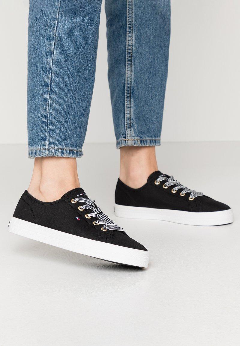 Tommy Hilfiger - ESSENTIAL NAUTICAL SNEAKER - Sneakers laag - black