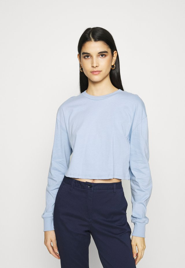Botanical dyed - Long sleeved top - light blue