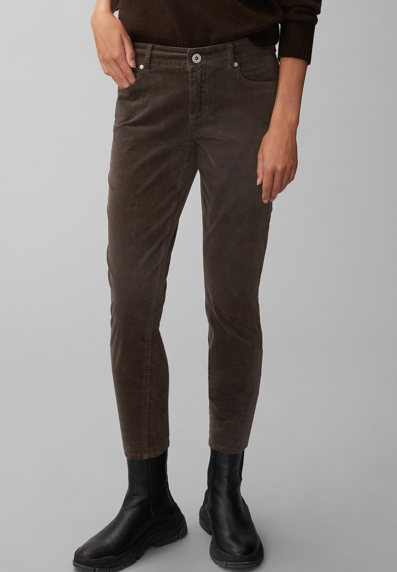 Marc O'Polo - ALBY SLIM - Trousers - dark chocolate