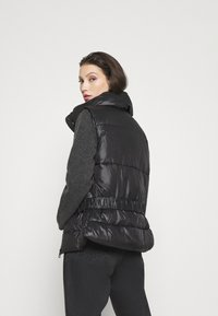 ONLY - ONLTRIXIE BELTED PUFFER WAISTCOAT  - Liivi - black - 2