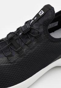 Salomon - SENSE FEEL 2 - Chaussures de running - black/white - 5