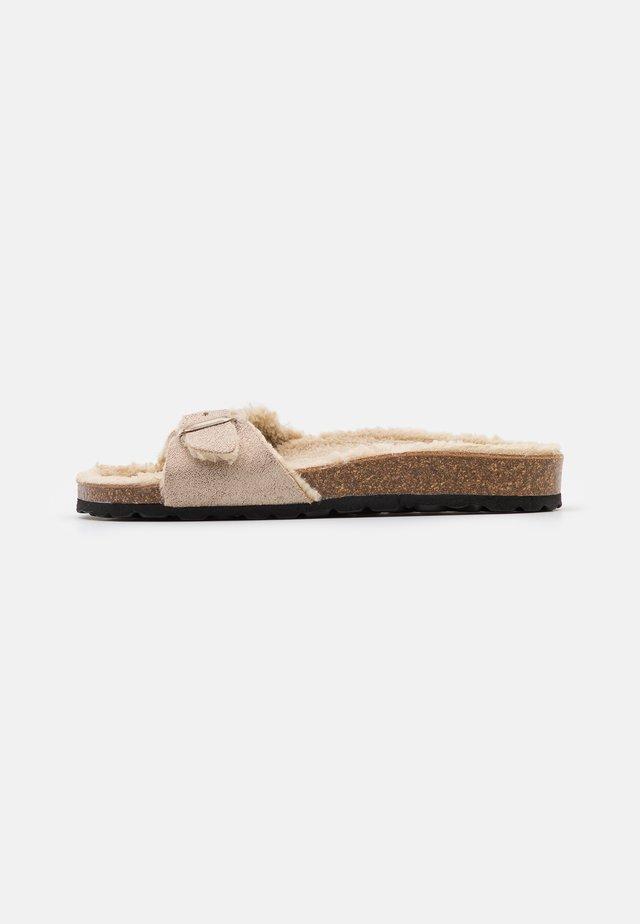 ONLMADISON SLIP ON  - Chaussons - beige