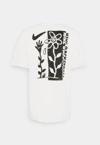 Nike Performance - 90 TEE - Camiseta estampada - pure - 6
