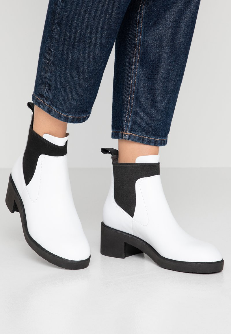 Camper - Classic ankle boots - white/black