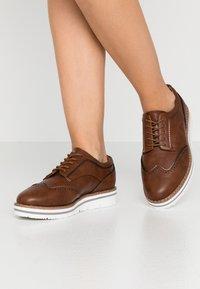 Anna Field Wide Fit - Zapatos de vestir - cognac - 0