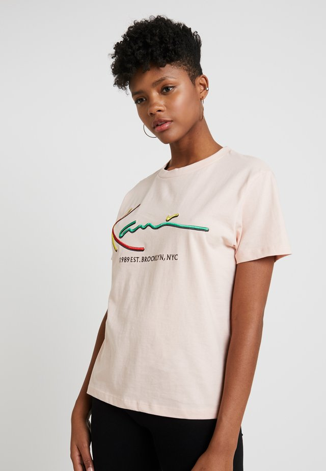 SIGNATURE BASIC TEE - T-shirt con stampa - rose