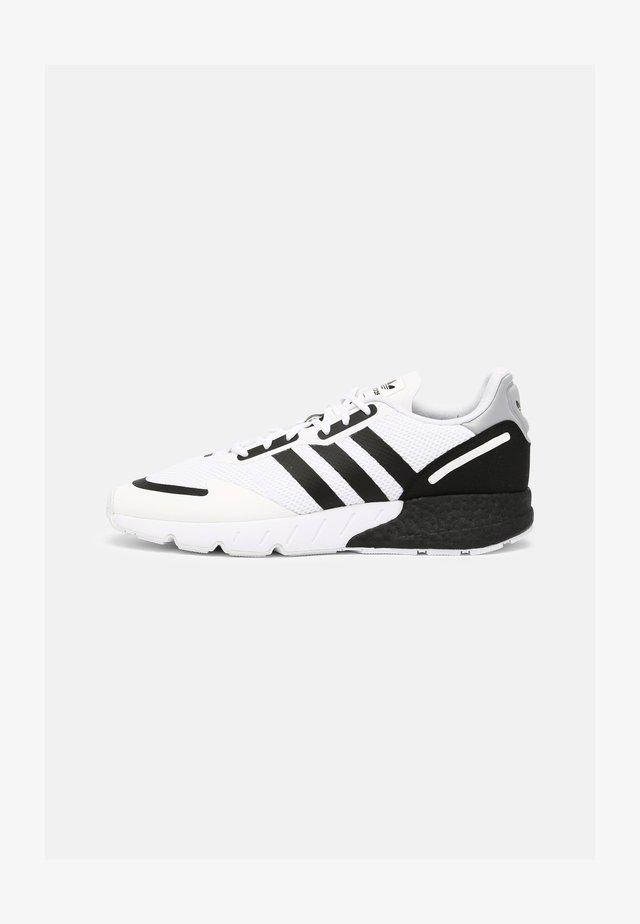 ZX 1K BOOST UNISEX - Sneakersy niskie - white/black/silver