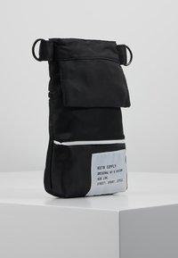 HXTN Supply - PRIME SHOULDER POUCH - Across body bag - black - 3