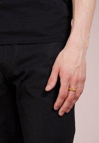 Northskull - SKULL RING BAND - Ring - gold-coloured - 1