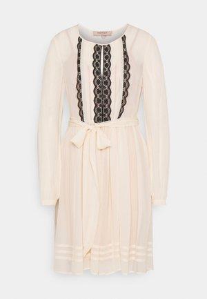 Denní šaty - bianco panna