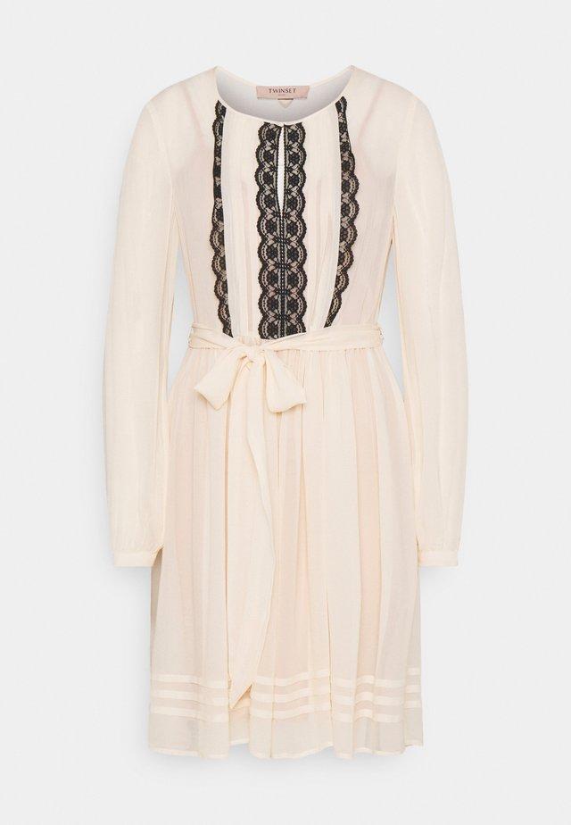 Sukienka letnia - bianco panna
