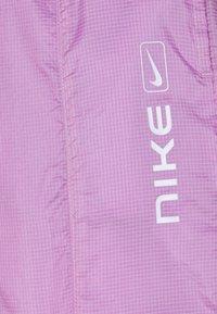 Nike Sportswear - STREET PANT - Pantalones - violet shock/white - 7