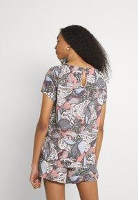 ONLY - ONLGUSTA LIFE  - T-shirts med print - ash rose - 2