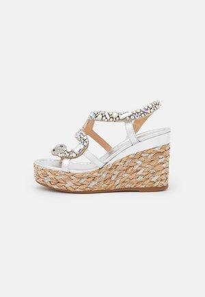 Platform sandals - silver/vison