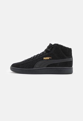 SMASH V2 MID WTR UNISEX - Sneakers alte - black/team gold