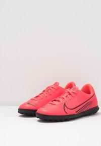Nike Performance - MERCURIAL VAPOR 13 CLUB TF - Astro turf trainers - laser crimson/black - 3