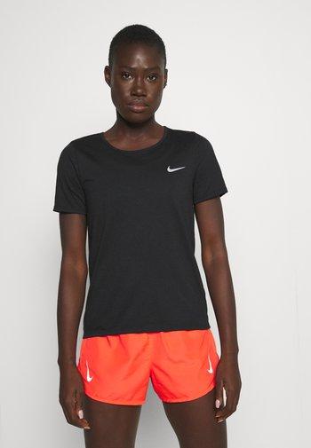 RUN - T-shirts med print - black/bright crimson/silver