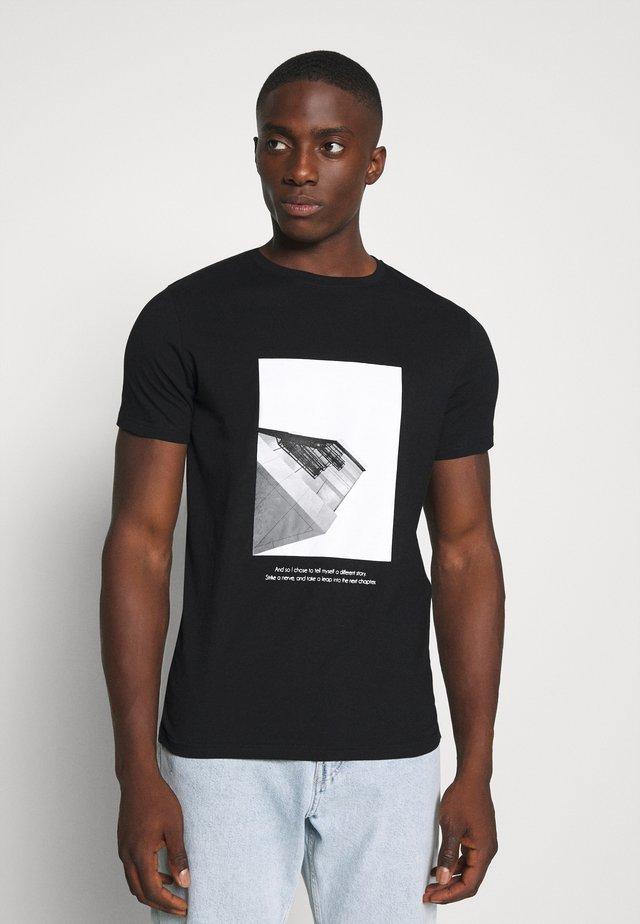 NELUKE TEE - Print T-shirt - black