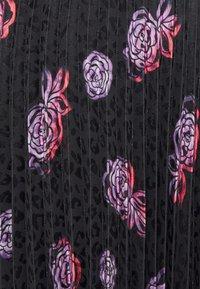 Closet - V NECK PLEATED DRESS - Day dress - black - 5