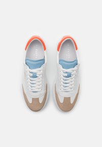 Pavement - CAMILLE - Sneakers laag - white/orange - 5