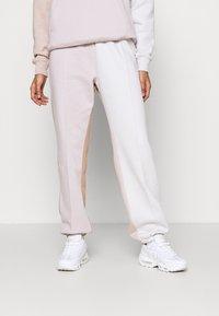 Nike Sportswear - Trainingsbroek - platinum violet/vast grey - 0