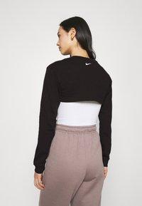 Nike Sportswear - CROP - Sudadera - black - 2