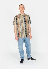 Roark - Shirt - stone - 1