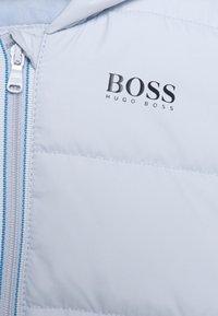 BOSS Kidswear - PUFFER JACKET BABY UNISEX - Winter jacket - pale blue - 2