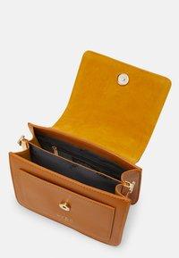 LYDC London - Handbag - camel - 2