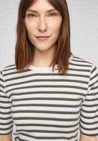 s.Oliver - Print T-shirt - khaki stripes - 4