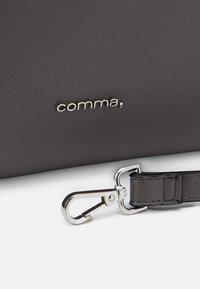 comma - TURN AROUND HANDBAG - Handbag - grey - 3