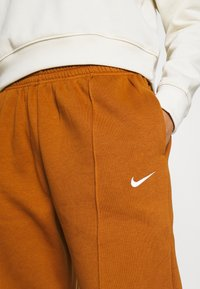 Nike Sportswear - PANT TREND - Tracksuit bottoms - tawny/white - 4