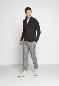 Jack & Jones PREMIUM - JPRBLA BILLY HALF ZIP - Jumper - dark grey melange - 1