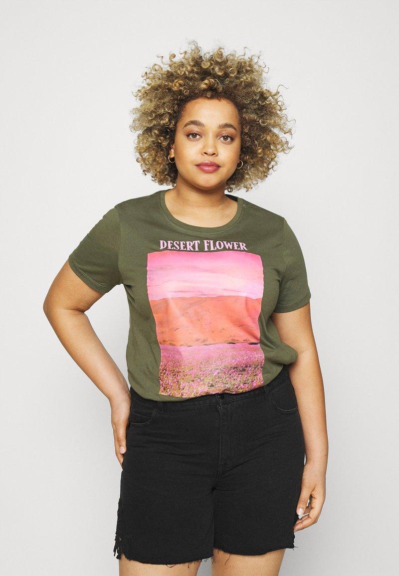 ONLY Carmakoma - CARZIM LIFE TEE - Print T-shirt - kalamata