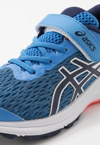 ASICS - GT-1000 9 UNISEX - Stabilní běžecké boty - blue coast/peacoat - 2