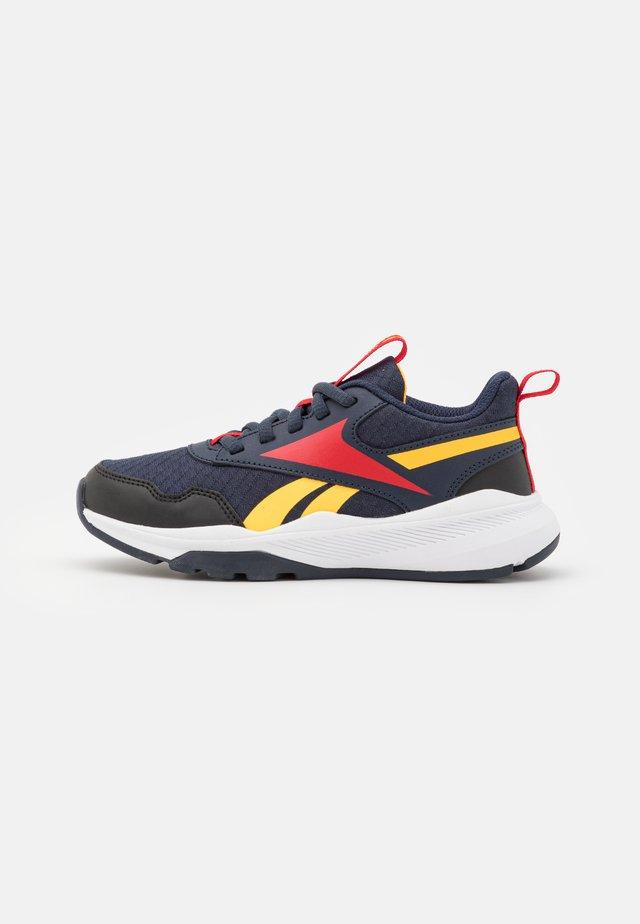 XT SPRINTER 2.0 UNISEX - Chaussures de running neutres - vector navy/semi solar gold