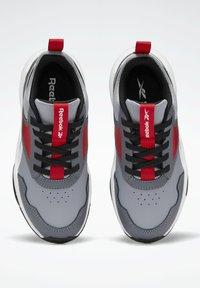 Reebok - XT SPRINTER 2.0 ALTERNATE ENERGY DRIVERS RUNNING - Sneakers basse - grey - 9