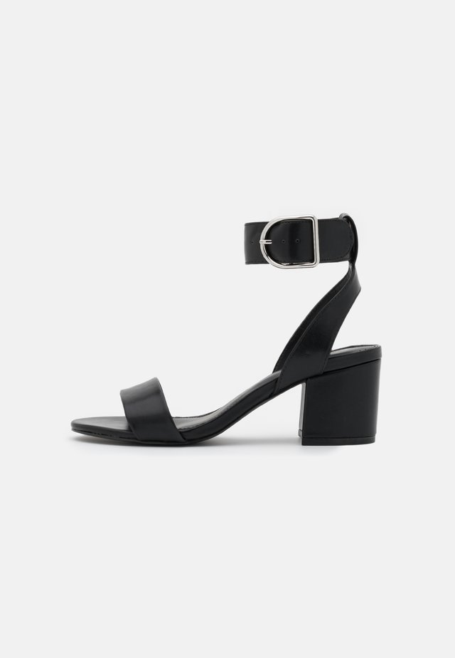 WIDE FIT - Sandalen - black