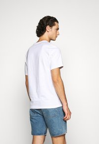 Converse - CHUCK PATCH SKULL TEE - T-shirt con stampa - white - 2