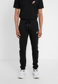 Bricktown - PANTS MAN SMALL YIN YANG - Jogginghose - black - 0