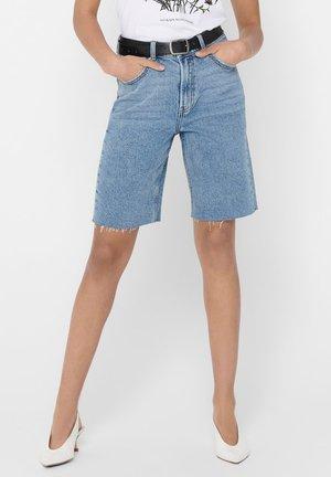 JEANSSHORTS ONLEMILY HW LONG - Jeansshorts - light blue denim