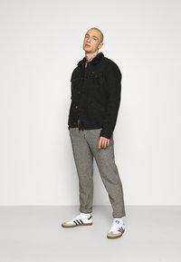 Wrangler - SHERPA - Light jacket - black washed - 1