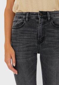 Stradivarius - MIT HOHEM BUND - Jeans slim fit - dark grey - 3
