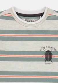 Esprit - Print T-shirt - silver - 2