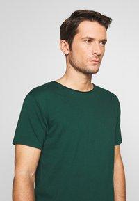 Scotch & Soda - WITH SUBTLE STYLING DETAILS - T-shirt basic - green smoke - 4