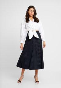 IVY & OAK - MIDI GODET SKIRT - A-line skirt - navy blue - 1