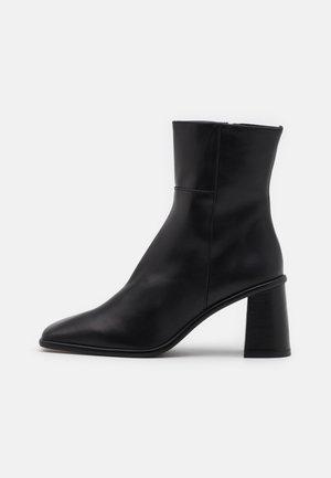 WEST - Støvletter - total black