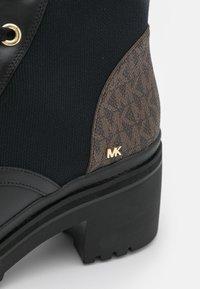 MICHAEL Michael Kors - BREA BOOTIE - Lace-up ankle boots - black/brown - 6