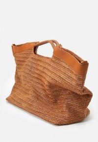 Steffen Schraut - ELLE BEACH SHOPPER - Tote bag - cognac - 3