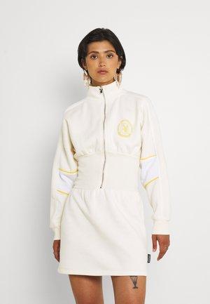 PLAYBOY SPORTS WAIST ZIP NECK DRESS - Denní šaty - cream